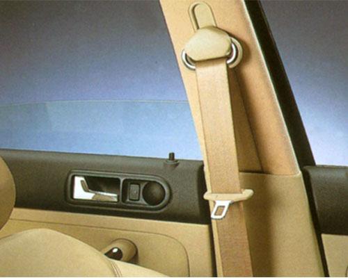 汽车安全带和头枕不能马虎