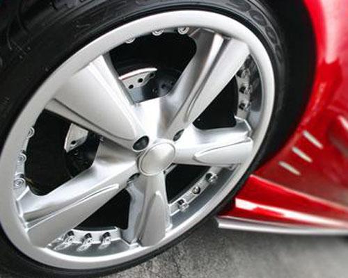 """保护汽车的双""""脚""""六个自检轮胎的方法"""