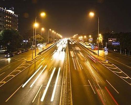 车主须知:驾驶者该懂的五种常用灯语