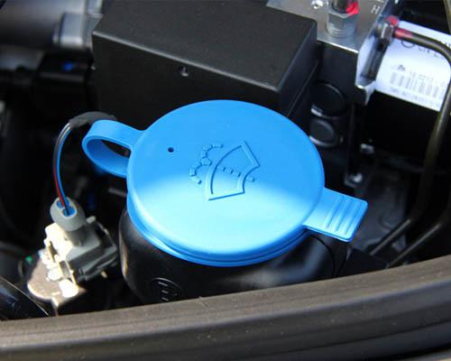 汽车养护勿忘加玻璃水