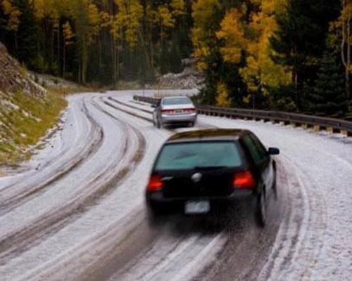 雪天爱车养护 应着重注意挡风玻璃