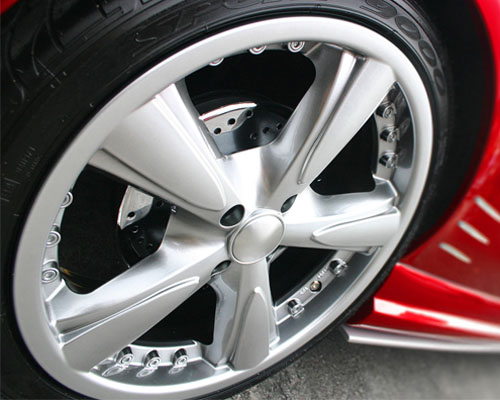 跑高速抖動 或是輪胎磨損或胎壓不均所致