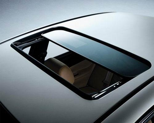 汽車天窗每年清潔膠條 每兩年清理排水管