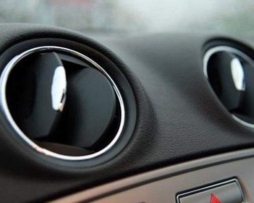 冬季老龄车空调维护 查氟压力更换冷媒