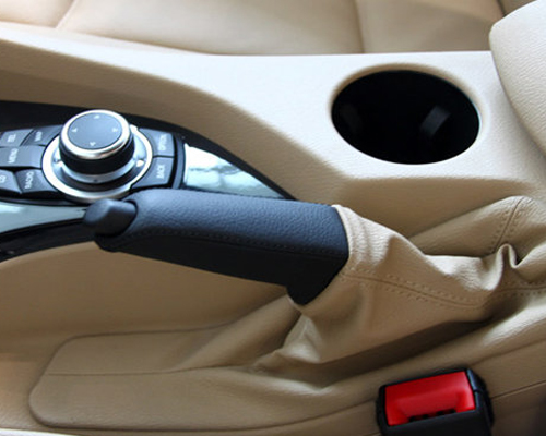 汽车手刹使用频率高 自己如何定期检查