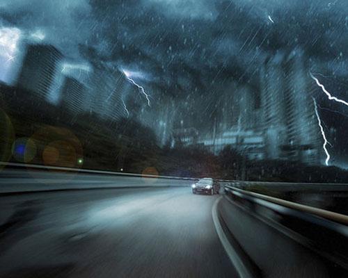 大风天气安全驾驶技巧 注意横向稳定性