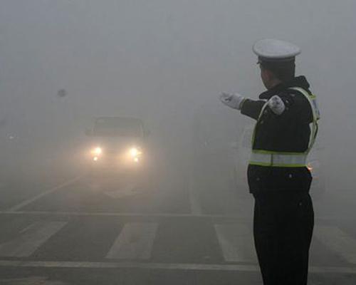 正确使用灯光 教你雾霾天气驾驶技巧