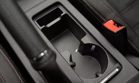 这都是安全隐患 车内物品的正确放置方式!细节隐患 万不能忽视!