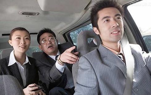 千万别乱坐! 私家车上选择乘坐位置是有规矩的!